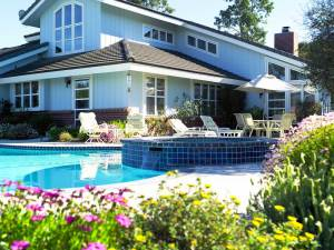 Beautiful house with lancaping and inground pool